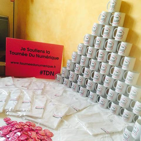 Pyramide de mugs pour la TDN