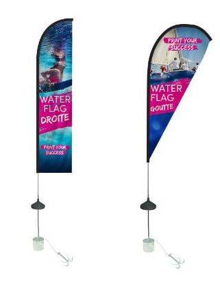 """Drapeau publicitaire flottant """"Water Flag"""" disponible en forme goutte ou forme droite"""