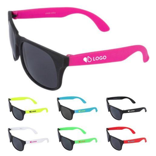 paire lunettes soleil logotés